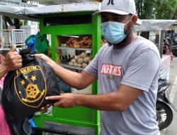 Jumat Berkah, Ratusan PKL Jalan STM Medan Dapat Bantuan Sembako dari Kabareskrim Polri